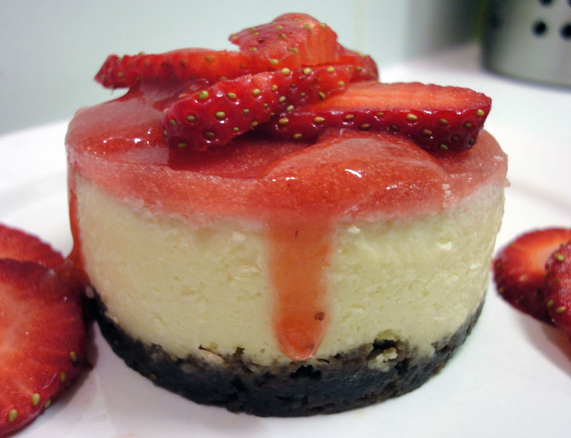 """""""No-Bake cheesecake aux fraises et speculoos,"""" from Mariz au lait, via Make It Like a Man! The No-Bake Cheesecake Hall of Fame"""